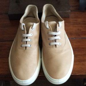 Ecco Sneakers.